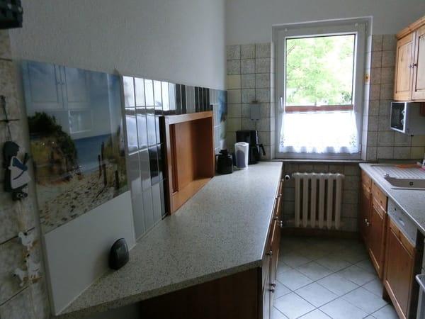 Küche mit Durchreiche zum Esszimmer
