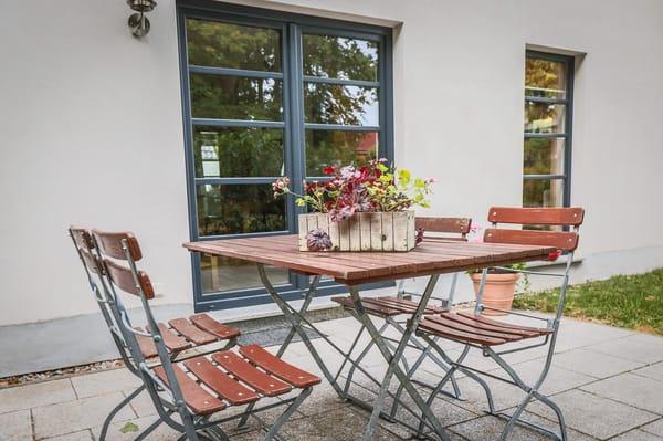 Terasse mit Grill und Sitzmöbel