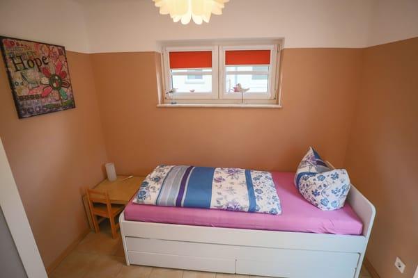 Schlafzimmer mit Tandembett