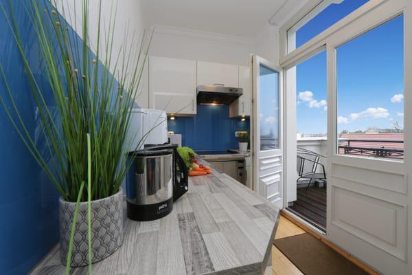 Kochen mit Zugang zum Balkon