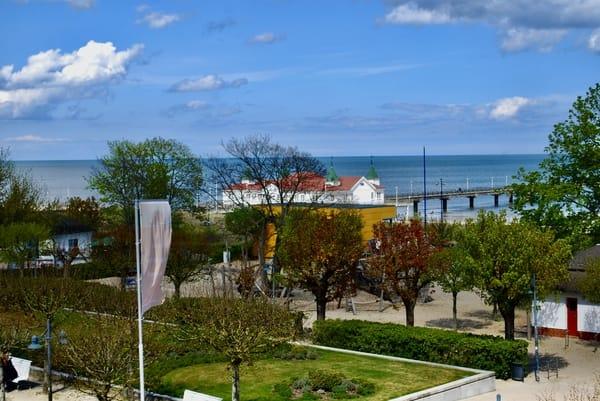 Blick von der Veranda auf die Ahlbecker Seebrücke.