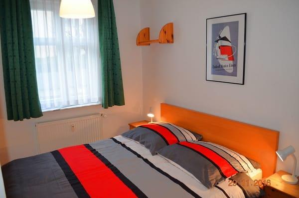 Blick in den 1.Schlafraum mit Doppelbett