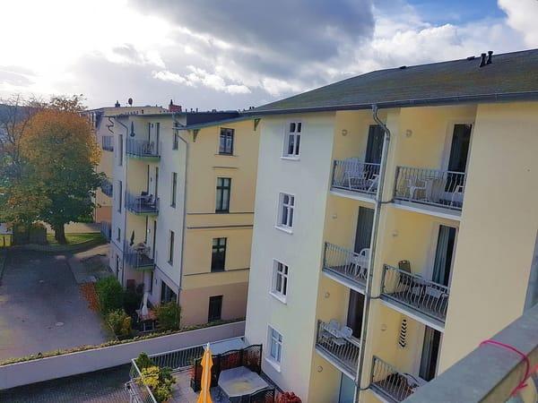Blick vom Balkon in die Umgebung