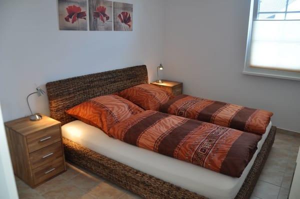 Schlafzimmer 1: Doppelbett mit 180 x 200 cm, Fußbodenheizung