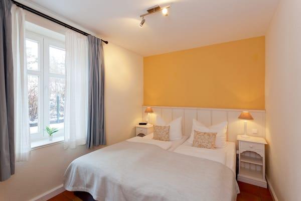und so erholt in einen neuen Urlaubstag starten. Die Couch im Wohnbereich kann als Schlafstätte für einen weiteren Gast umfunktioniert werden.