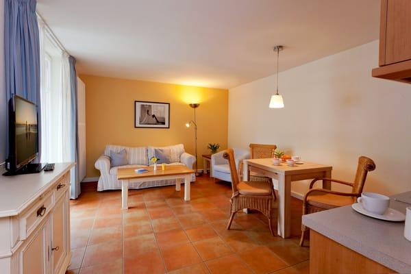 ... mit einer Größe von 37m² befindet sich im Erdgeschoss und bietet ausreichend Platz für einen erholsamen Urlaub mit bis zu drei Personen.