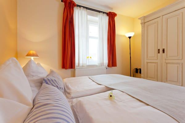... ein zweites Doppelbett (160x200cm).
