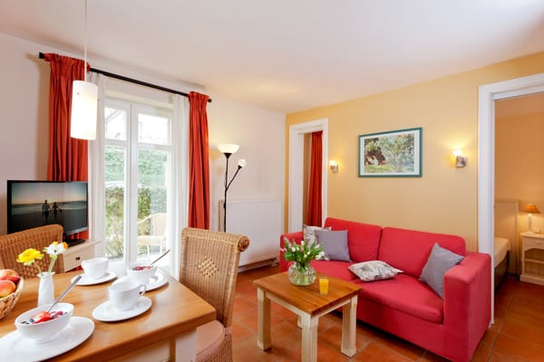 Das gemütliche und zugleich helle 2-Raum-Appartement Nr. 3 der Villa San Remo mit einer Größe von 37m² befindet sich im Erdgeschoss ...