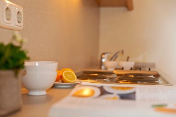 ... 4-Platten-Kochfeld, Kaffeemaschine beste Voraussetzungen.