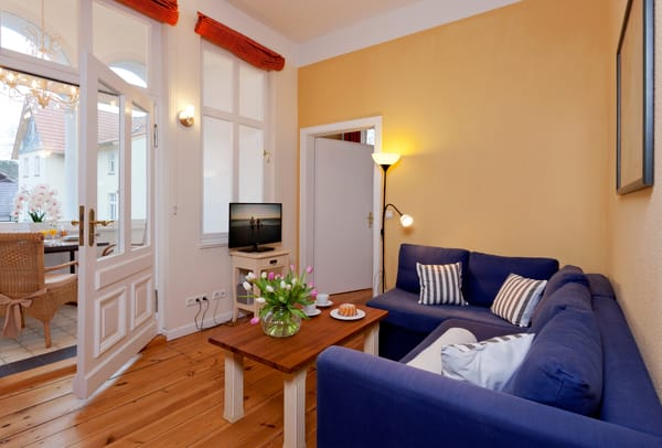 Das gemütliche und zugleich helle 2-Raum-Appartement Nr. 11 der Villa San Remo mit einer Größe von 37 m² befindet sich im 2. Obergeschoss und bietet ausreichend Platz für einen erholsamen Urlaub