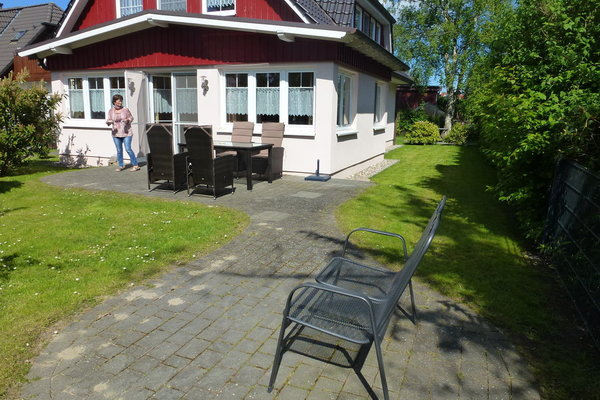 Sitzplatz und Terasse und Garten zur EG-Wohnung