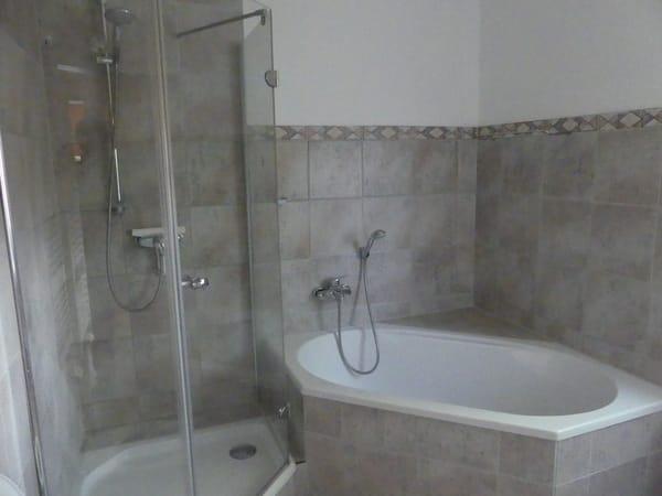 Dusche/Badewanne/WC - GästeWC abgetrennt