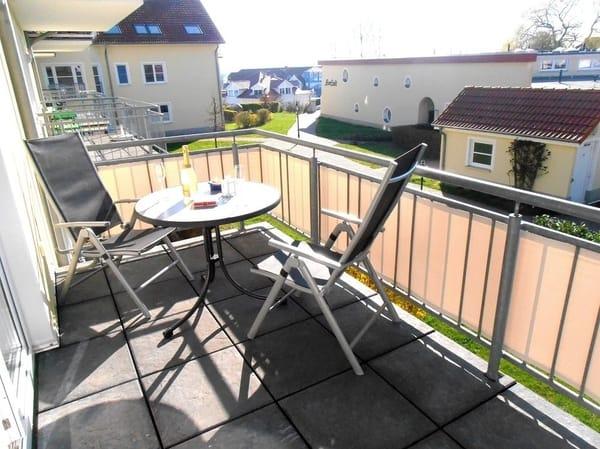 Ein Logenplatz in der Sonne: viel Platz auf dem Eckbalkon