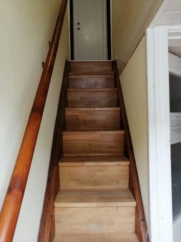 Steile Treppe zu den Schlafzimmern