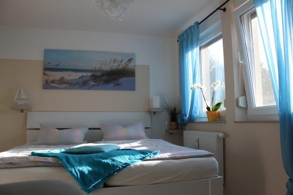 Blick ins Schlafzimmer - von der Sonne wachgeküßt