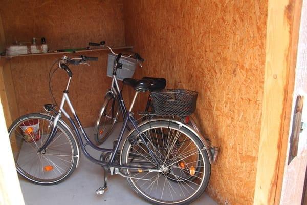 Abstellraum mit nutzbaren Fahrrädern