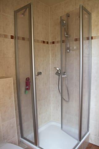 Bad mit Dusche