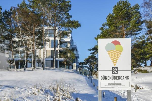 Die Villa Vogue im Winter. Am Strandabgang 32 steht von Mai bis September Ihr Strandkorb, der im Mietpreis bereits enthalten ist.