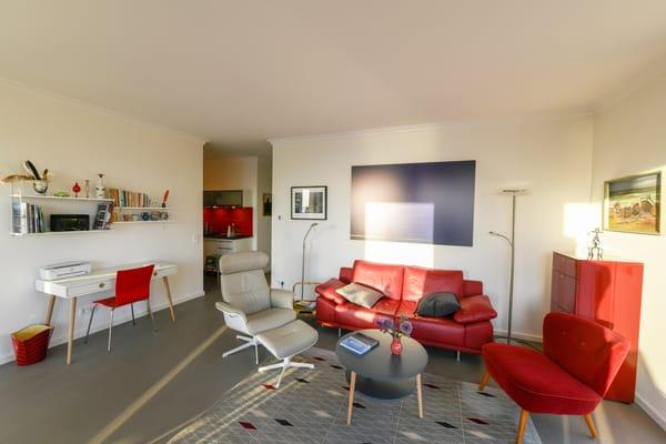 Das Interieur ist ein individueller Vintage-Wohlfühlmix aus Designklassikern der 60er Jahre ...
