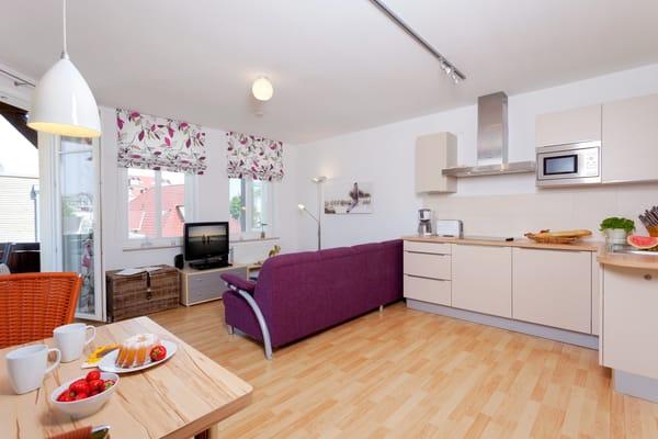 Das großzügige 1-Raum Appartement befindet sich im 1. Obergeschoss der Ahlbecker Höhe in der Bergstraße 5 im Seebad Ahlbeck ...