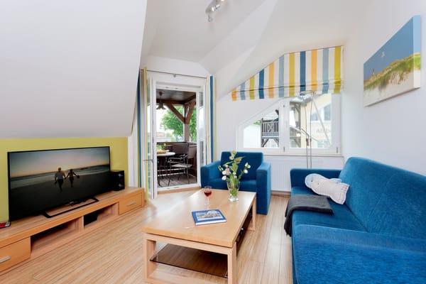 ... und bietet bis zu 6 Personen entspannte Urlaubstage bei wundervollem Meerblick. Der Wohnbereich verfügt über eine gemütliche Couch (mit Ausziehfunktion) mit Leselampe,  Flachbild-TV ...