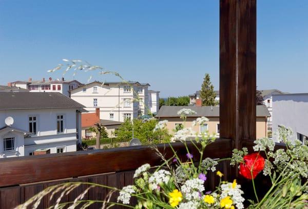Genießen Sie die herrliche Aussicht von Ihrem Balkon ... und lassen Sie den Urlaubstag entspannt ausklingen!