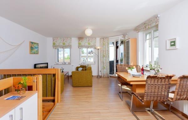 Das 3-Raum Appartement befindet sich im Ergeschoss / Souterrain der Ahlbecker Höhe im Fischerweg 4 im Seebad Ahlbeck  ...