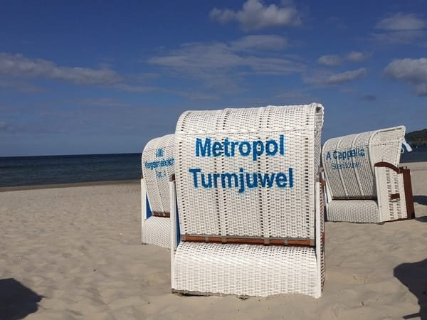 Von Mai bis September steht ein Strandkorb kostenfrei für Sie bereit.