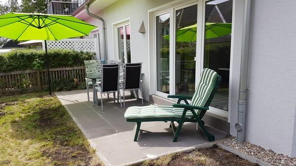 Terasse mit eigenem Garten und Grill