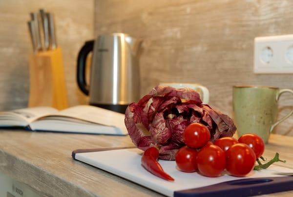 Wer nicht selbst im Urlaub kochen möchte, findet in Ahlbeck zahlreiche Restaurants. Shoppingliebhaber kommen ebenfalls auf Ihre Kosten. Die Insel Usedom verfügt über ein sehr gut ausgebau