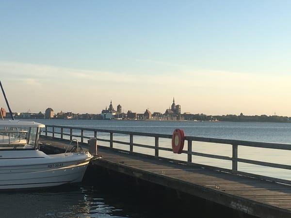 Blick von Altefähr auf die Hansestadt Stralsund