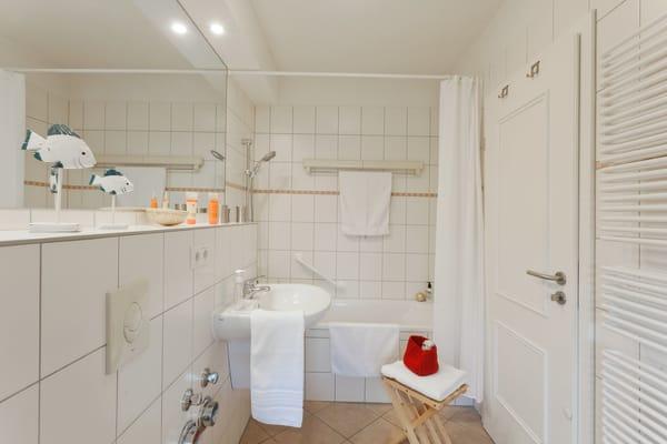 Das Bad unterstreicht die Annehmlichkeiten dieses Appartements ...