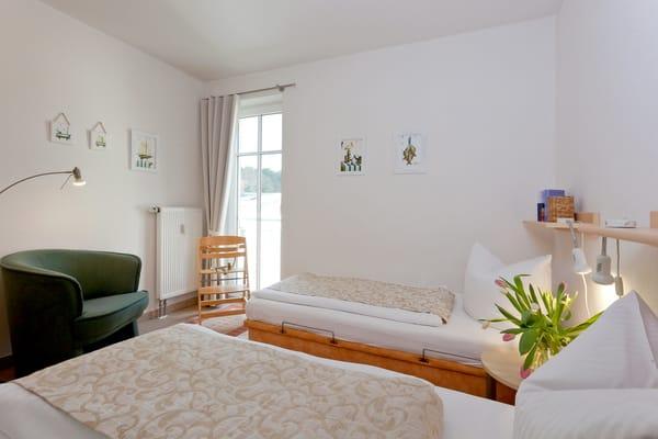 Das zweite Schlafzimmer ist mit zwei Einzelbetten (je 90x190cm) ausgestattet.