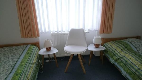 Schlafzimmer Nr. 1 mit zwei Einzelbetten