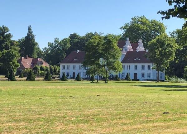 Schloss im Dorf