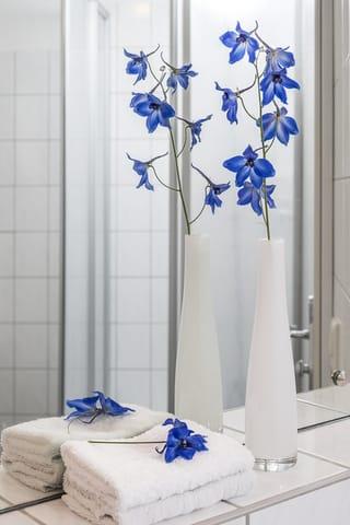 Helles freundliches Badezimmer