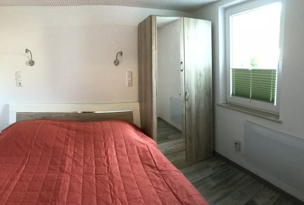 Schlafzimmer, Doppelbett 1,80 m X 2 m