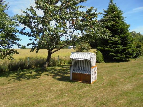 Gemütlicher Platz unterm Kirschbaum