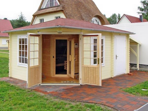 Gartenblockhaus mit Sauna, Abstellraum und Unterstand