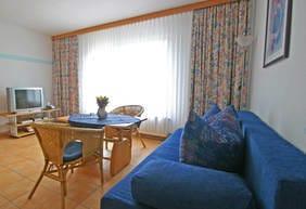 Wohnzimmer mit Schlafsofa Bsp. Typ 03