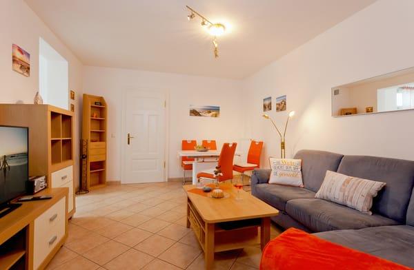 Herzlich Willkommen!  In dem gemütlichen Appartement Nr. 9 im Erdgeschoss der Villa Bellevue begrüßen wir bis zu vier Personen auf 55 Quadratmetern zu erholsamen Urlaubstagen.