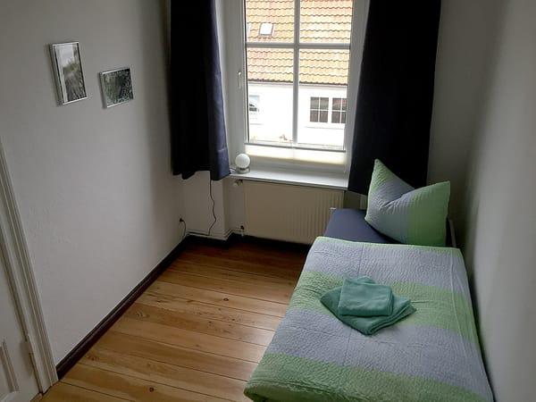 Schlafzimmer II mit Ausziehbett 160 x 200