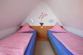 Schlafzimmer Typ 04. Die Betten können natürlich auch als Doppelbett gestellt werden.