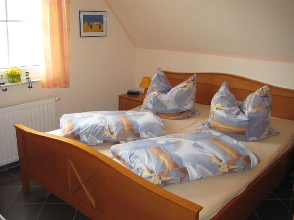 1. Schlafzimmer mit Flachbildschirm