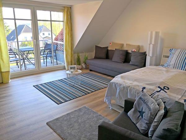 Wohn-Schlafzimmer 1 mit Balkon