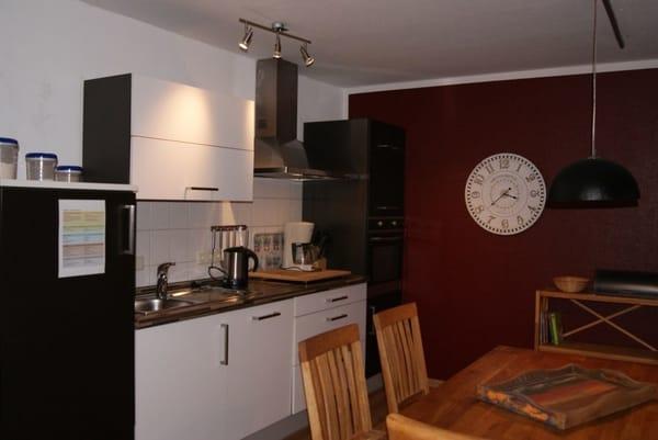Gemütliche Wohnküche mit hochwertiger Küche