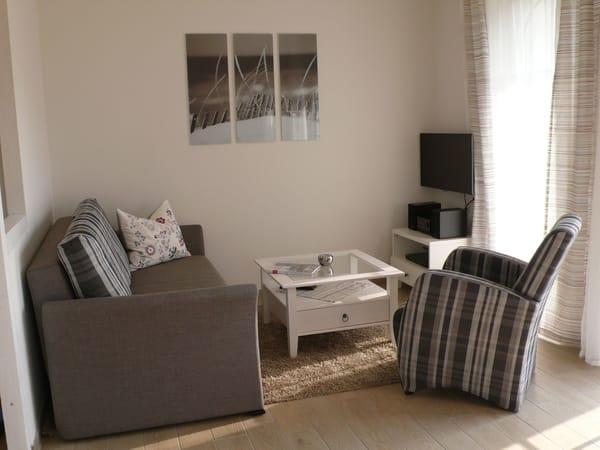 Wohnzimmer mit TV, W-Lan und Ausziehcouch