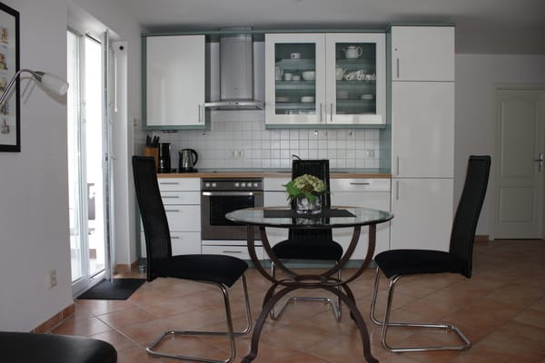 ferienwohnung r genfelsen 2 zimmer ferienwohnung ferienwohnung r genfelsen baabe r gen. Black Bedroom Furniture Sets. Home Design Ideas