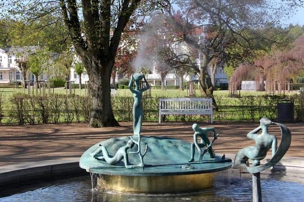 Lindenpark mit Springbrunnen