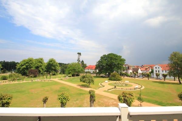 Blick vom Balkon in den Lindenpark
